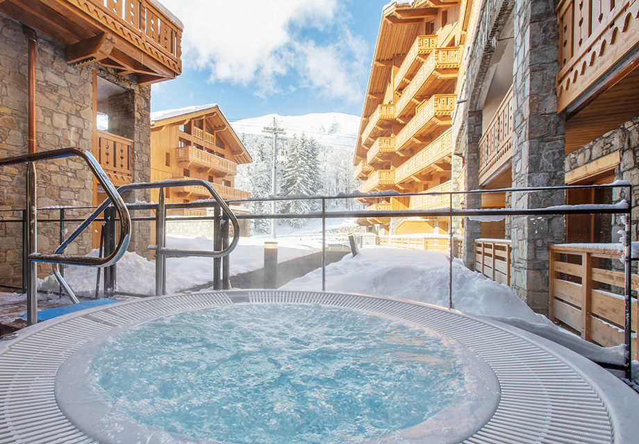 Image of the outdoor hot tub at the residence