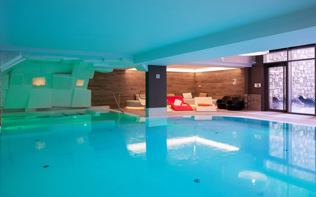 Picture of the swimming pool in the residence