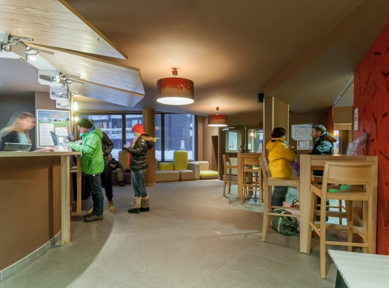 Image of the people using the reception area at Residence Electra Avoriaz