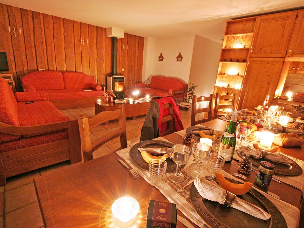 Image of the living area and dining area in an apartment at Les Balcons de Val Thorens