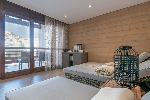 Image of the spa treatment rooms in Les Terrasses d'Helios with view overlooking the piste