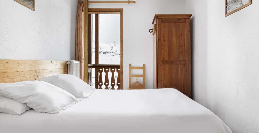 picture of a double bedroom in val chaviere val thorens