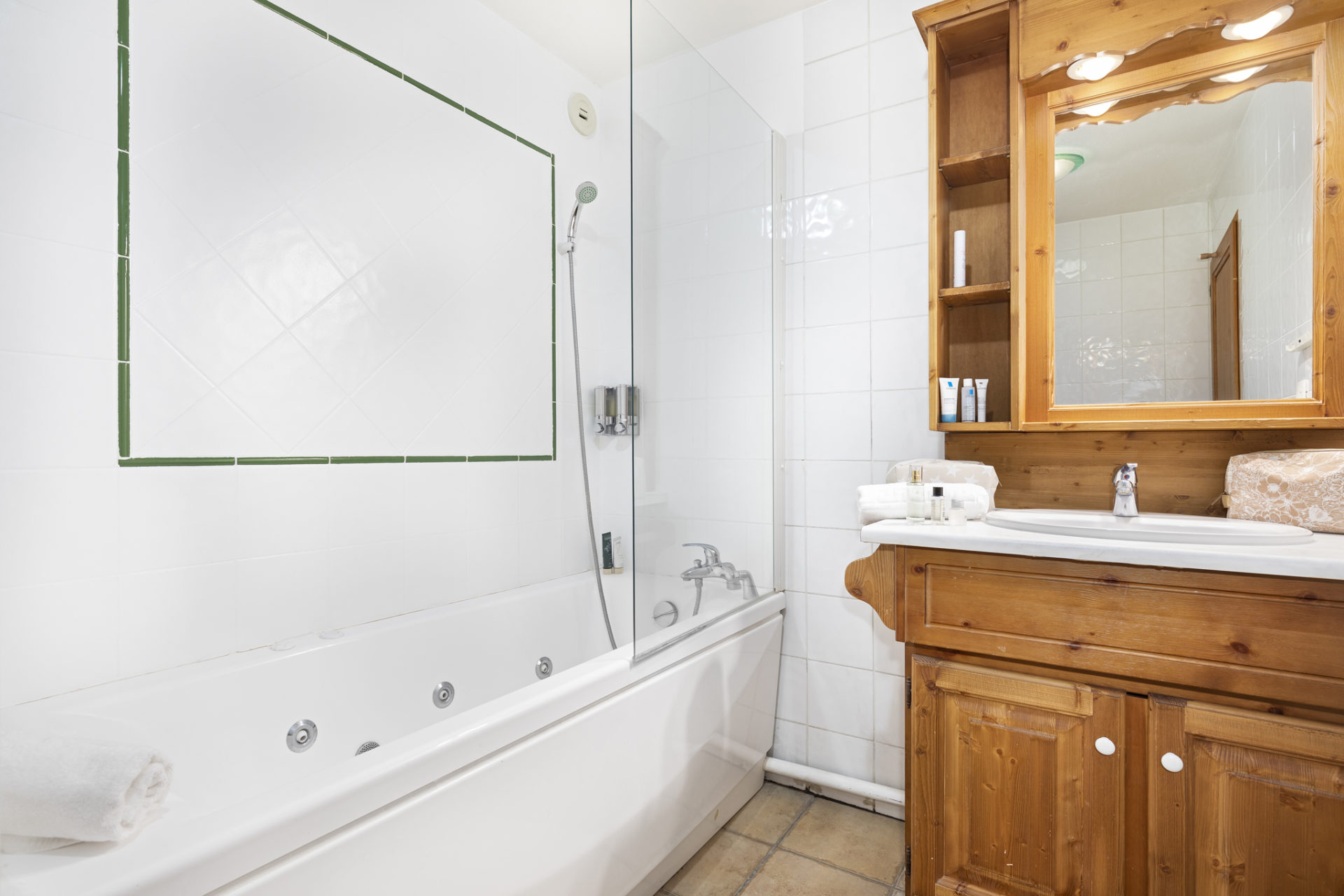 Image of a bathroom featuring bath, shower and sink in Les Balcons de Val Thorens