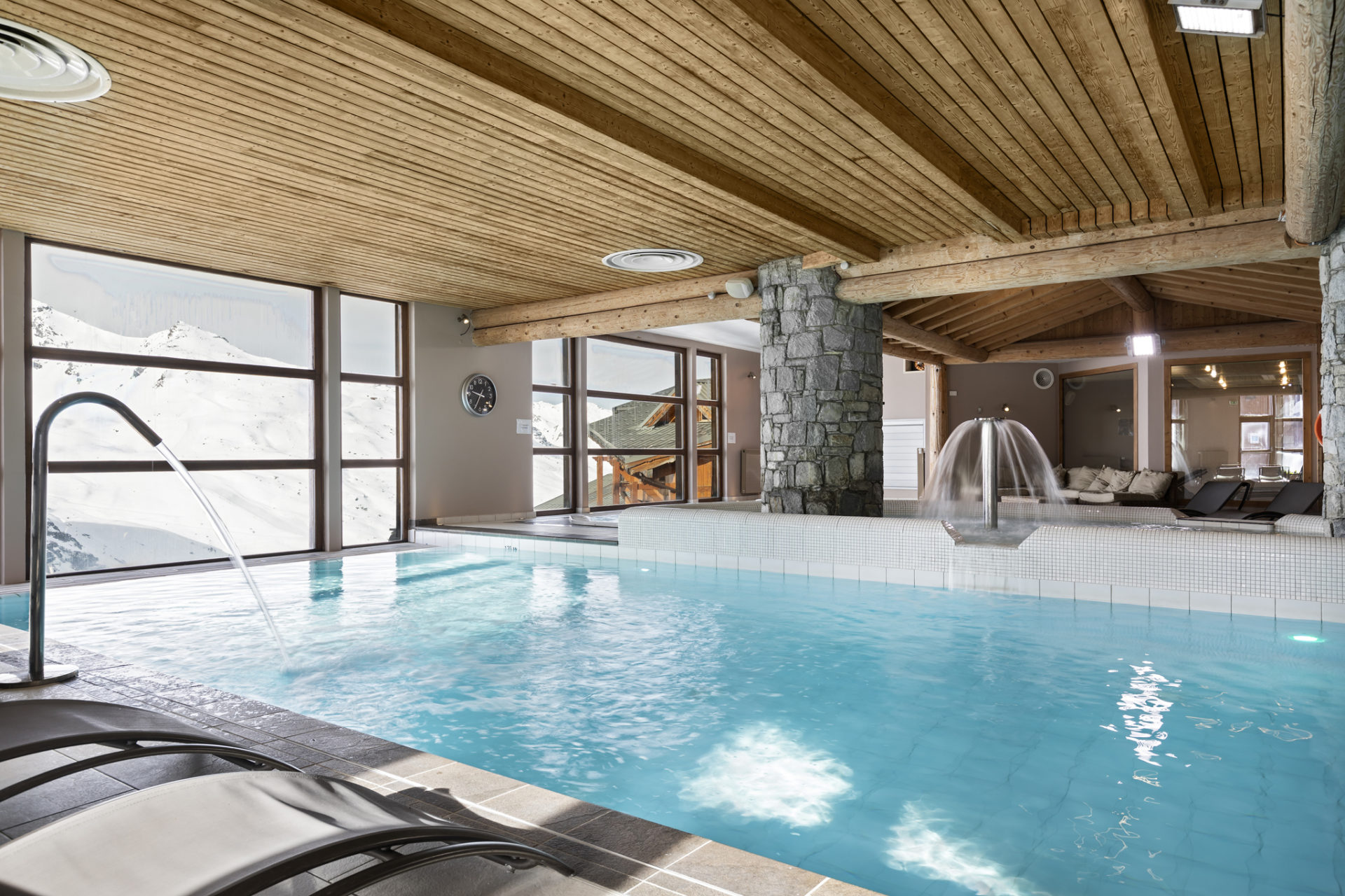 Image of indoor pool at Les Balcons de Val Thorens