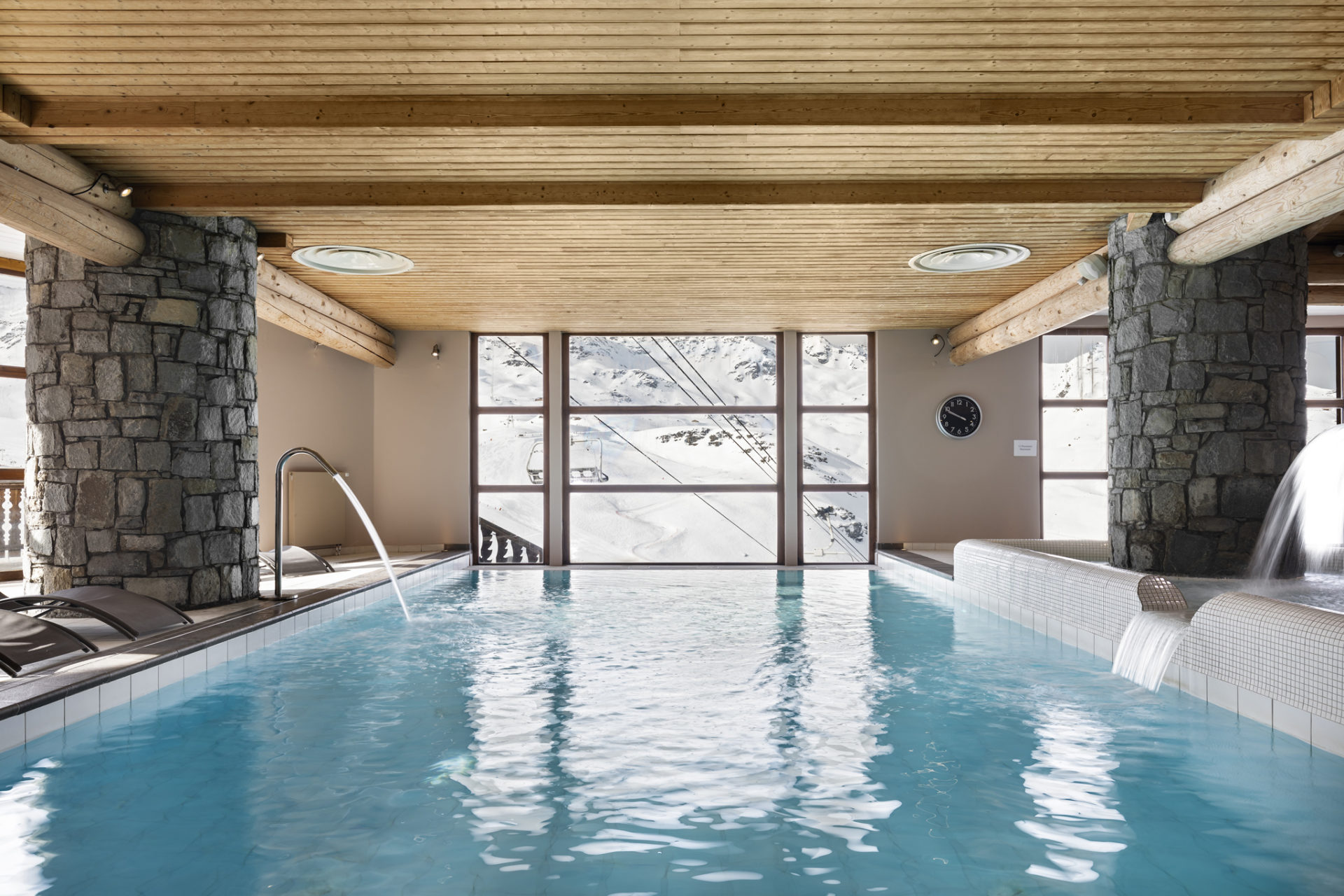 Image of the indoor swimming pool overlooking the mountain at Les Balcons de Val Thorens