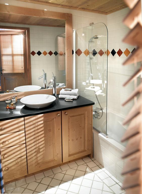 A typical bathroom at Le Nevada Tignes