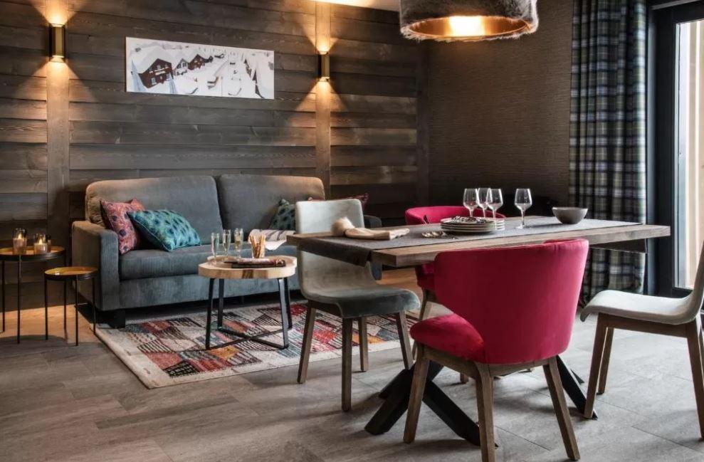 Chalet Izia dining area