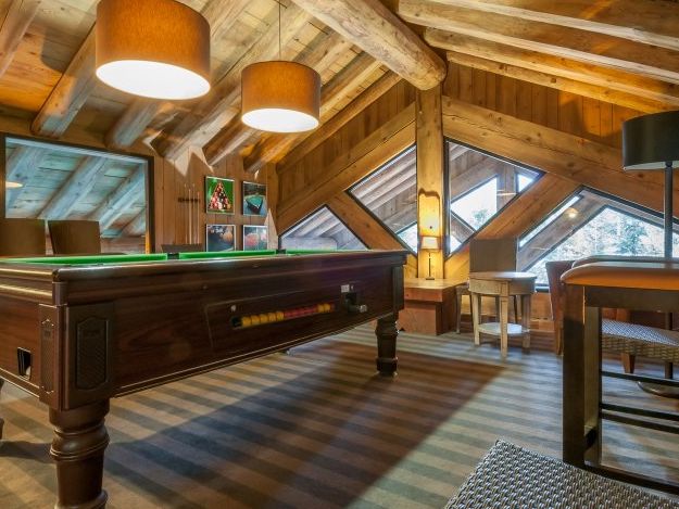 Picture of the pool table in the reisdence