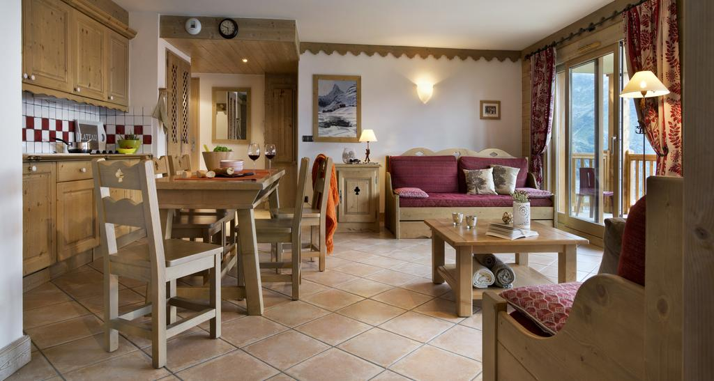 Image of the living area, dining area and kitchen area in an apartment in La Ferme du Val Claret