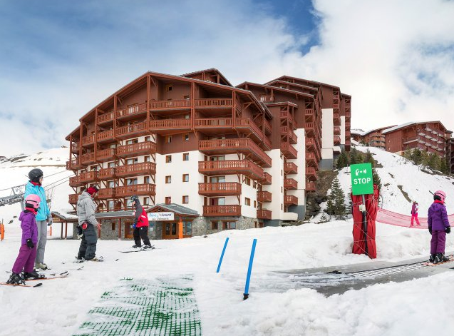 Image of the outside of Residence Les Valmonts showing the ski in / ski out feature
