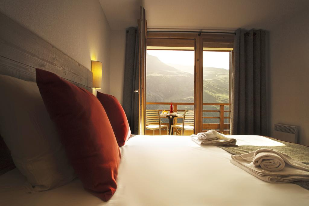 Double bedroom at Coeur des Loges Les Menuires
