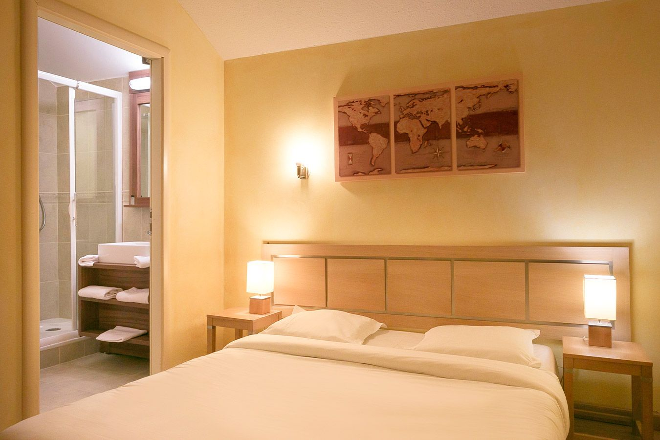 A double room with ensuite at Terrasses d'Isola Isola 2000
