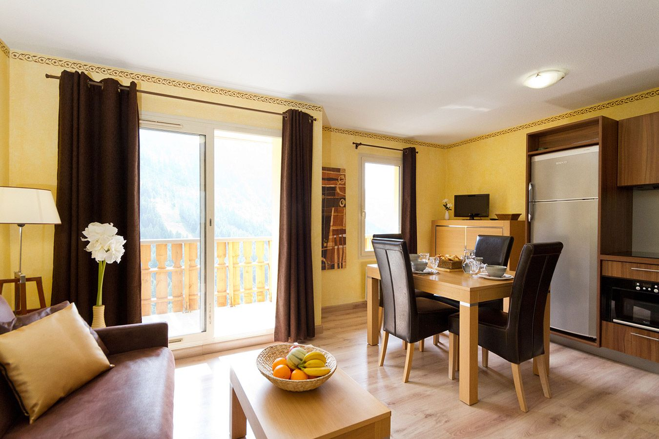 The dining rooom in an apartment at Terrasses d'Isola Isola 2000
