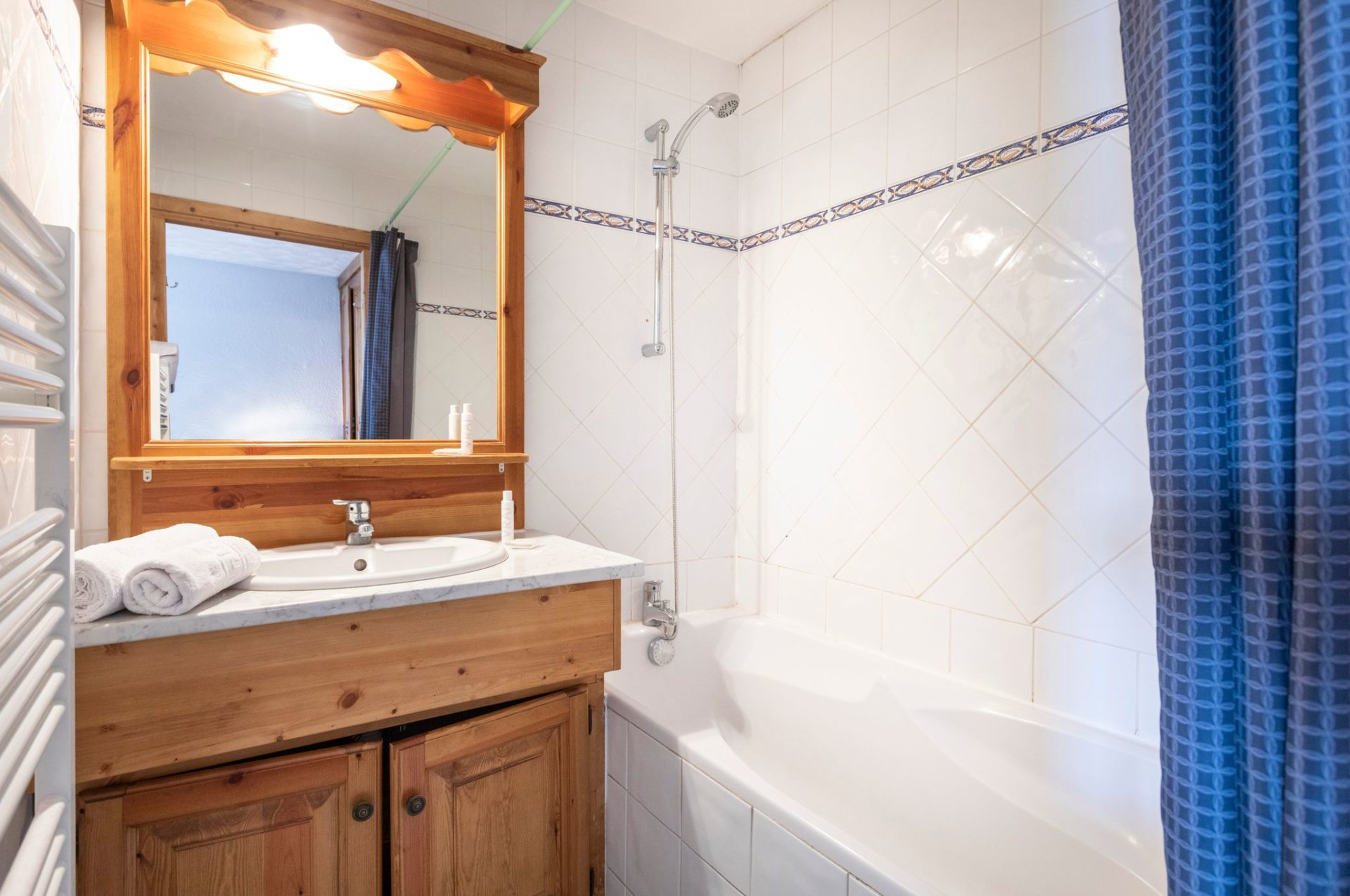 An image of the bathroom in an apartment in Chalet des Neiges Residence Hermine