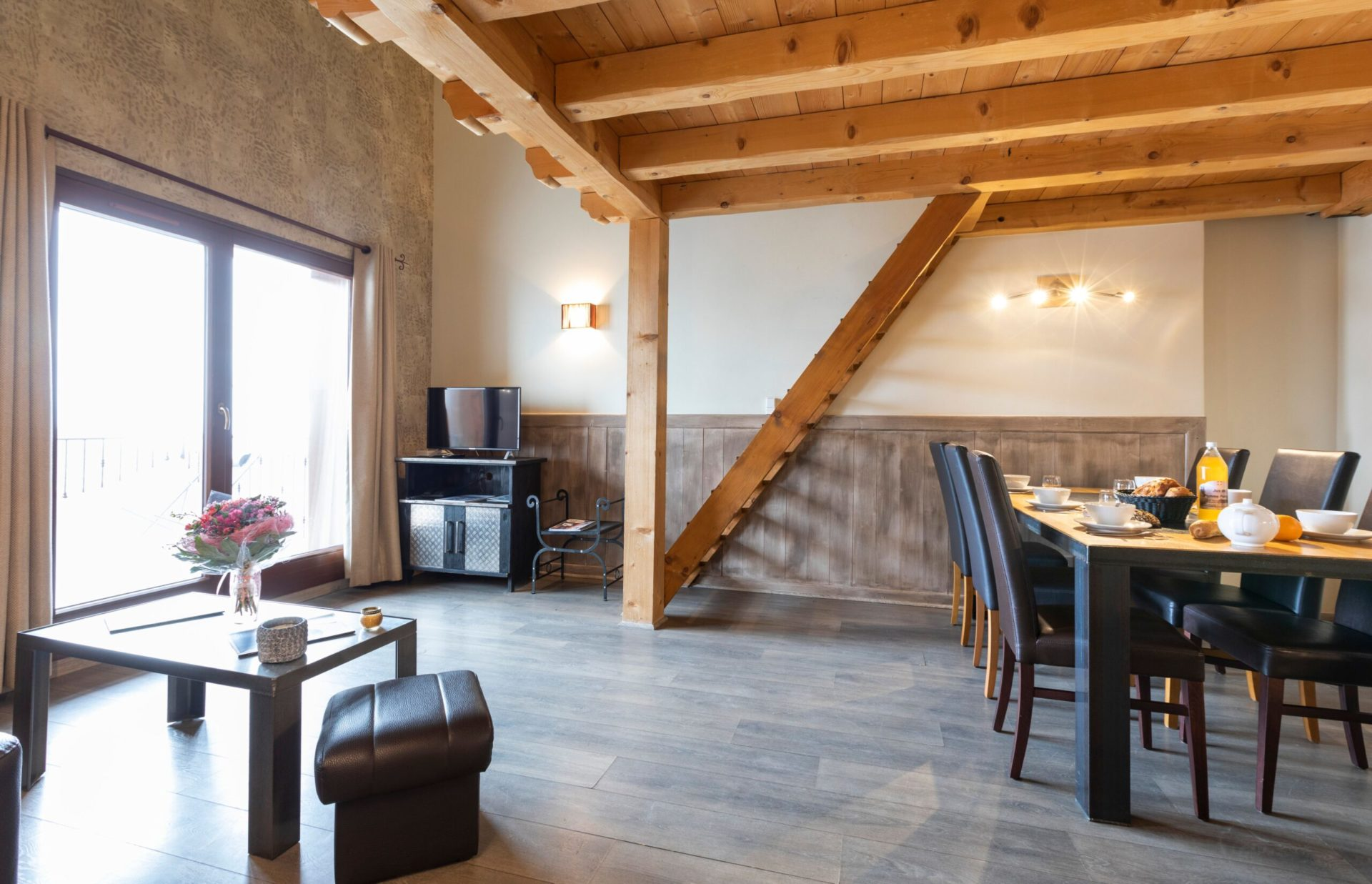 An image of the living area in an apartment in Chalet des Neiges Residence Hermine featuring the stairs for the mezzanine