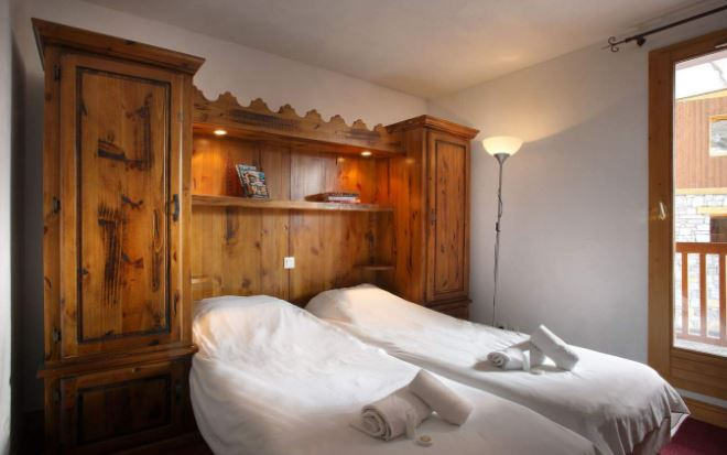One bedroom in an apartment at Chalet Des Neiges Plein Sud
