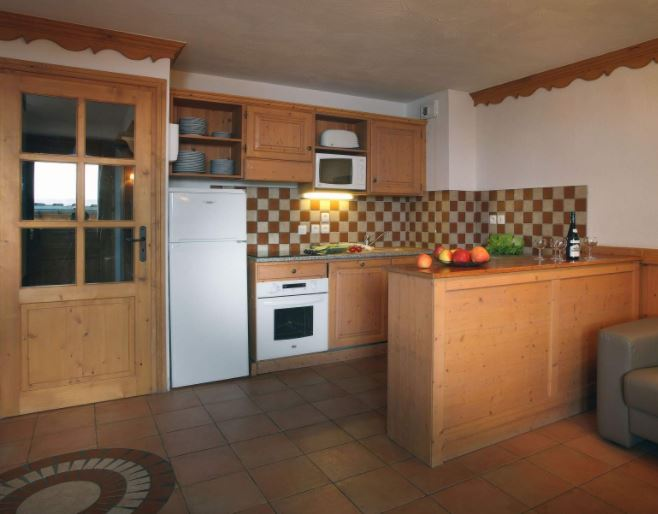 The kitchen area in one of the apartments in Chalet Des Neiges Plein Sud