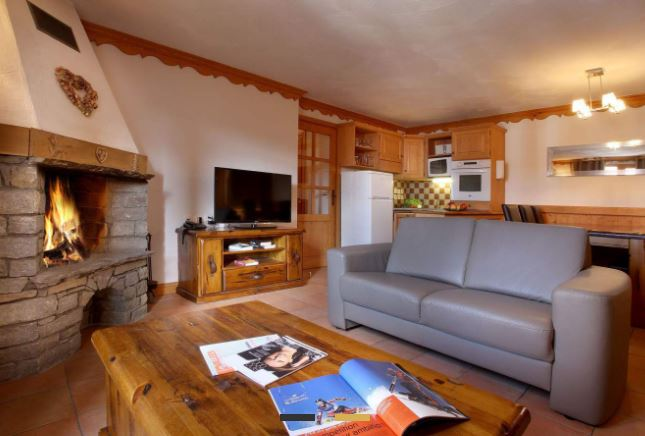 The living area in one of the apartments in Chalet Des Neiges Plein Sud