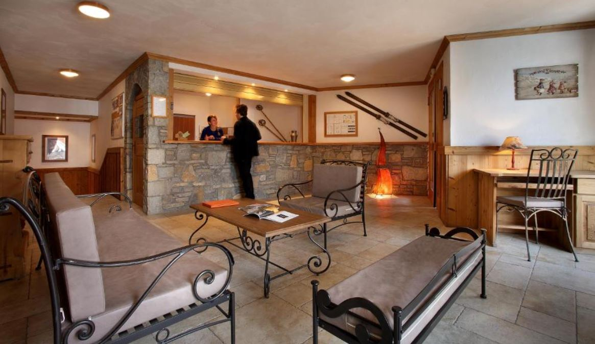 The reception area at Chalet Des Neiges Plein Sud