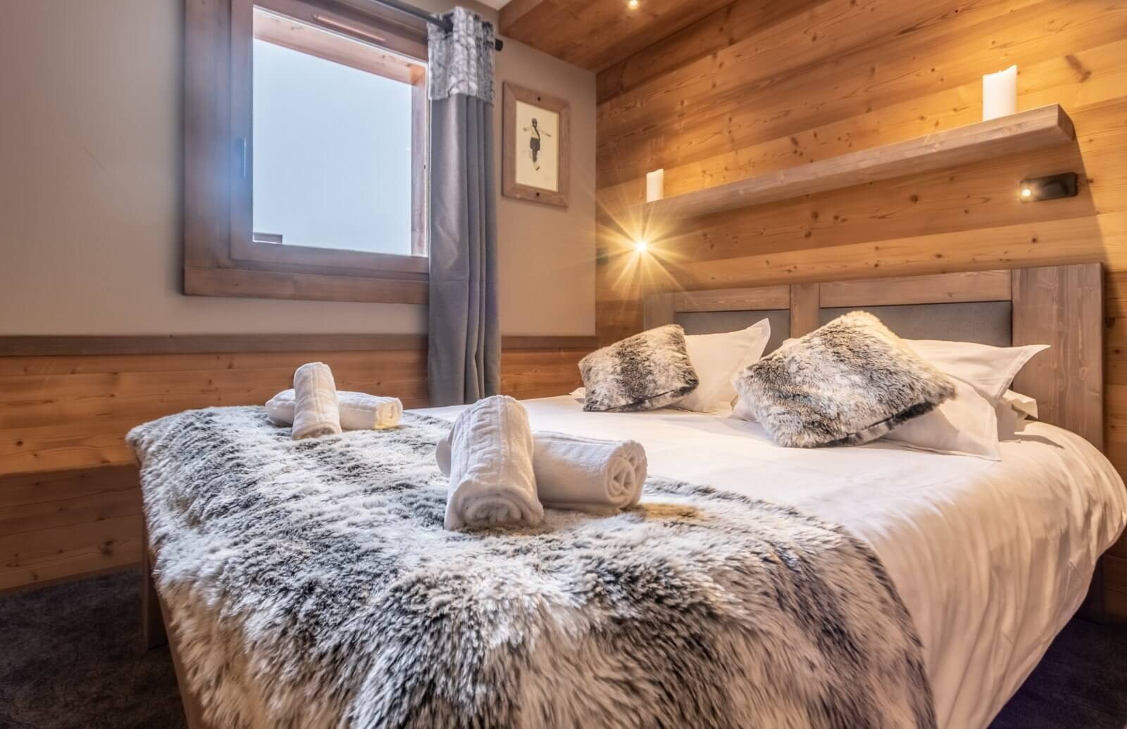 A double bedroom at Chalet Altitude Val Thorens