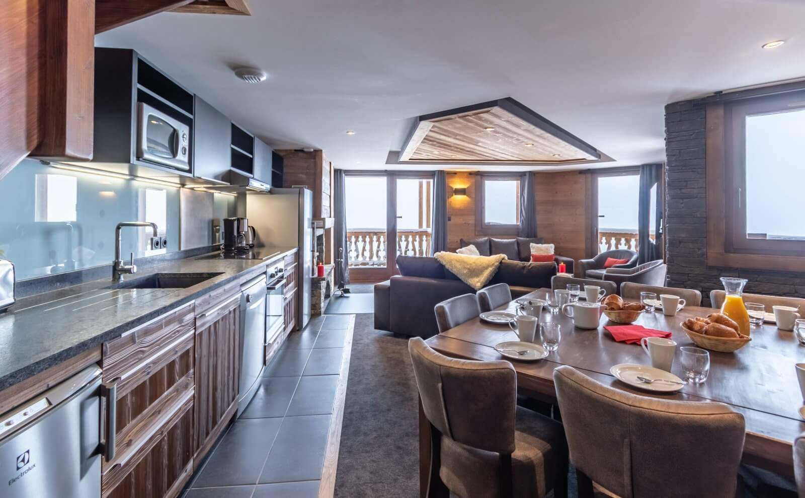 A kitchen at Chalet Altitude Val Thorens