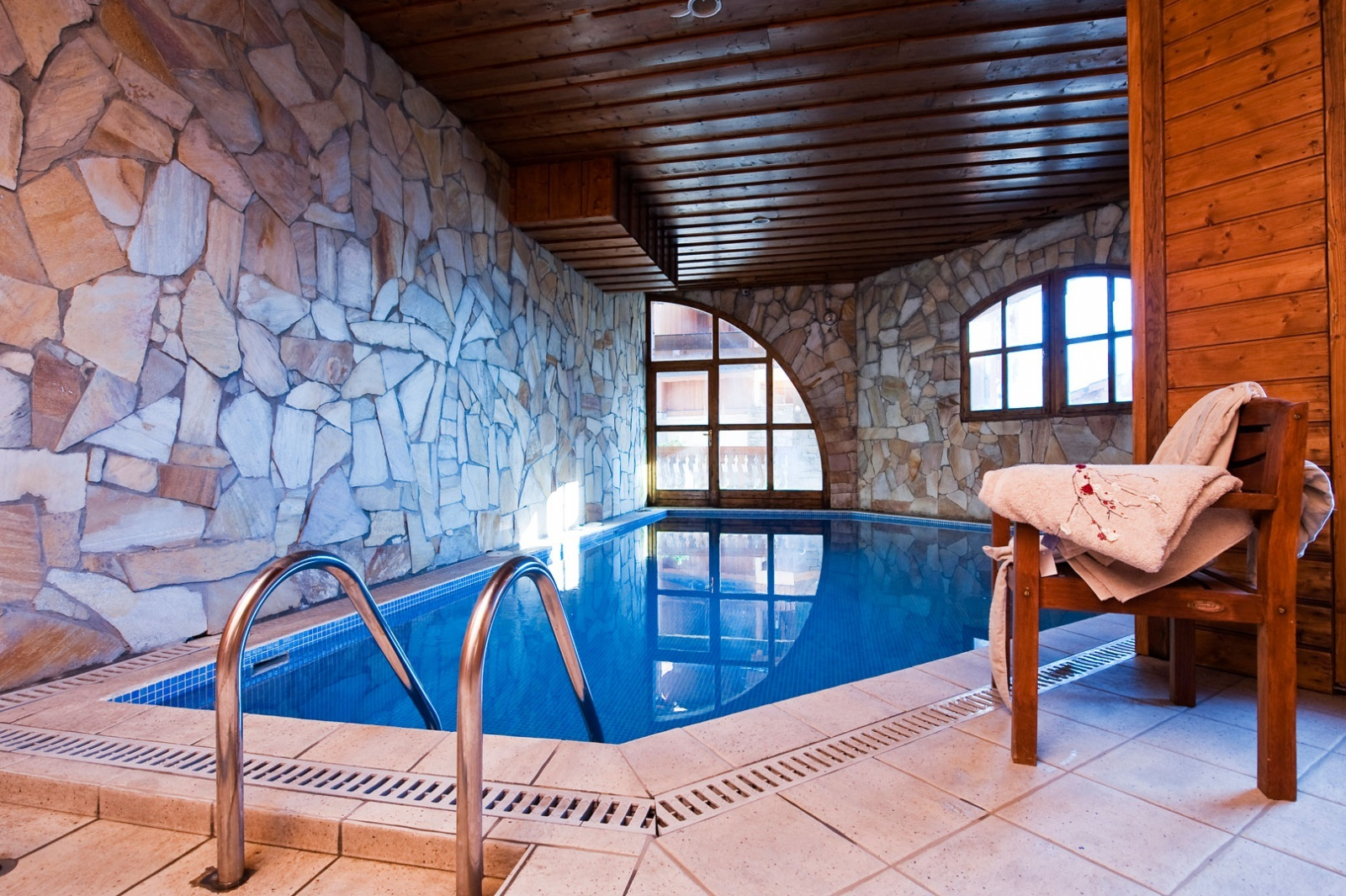 The swimming pool at Chalet Altitude Val Thorens