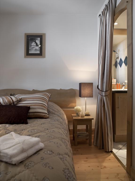 An image of a bedroom at Les Chalets de Jouvence Les Carroz