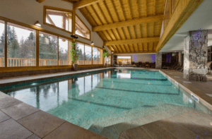 The indoor swimming pool at Les Chalet de Leana